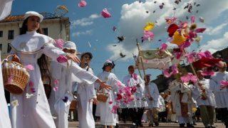 Procissões de Corpus Christi são realizadas em todo o mundo